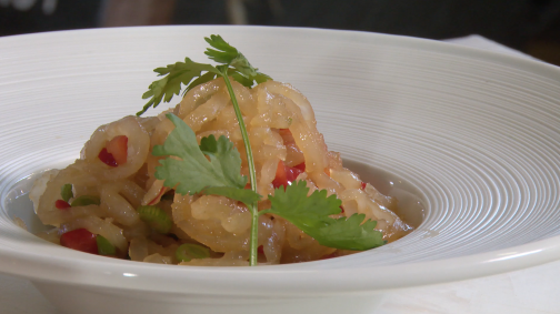 Innovative gesunde Gourmet-Küche mit Sauerrüben und Sauerkraut