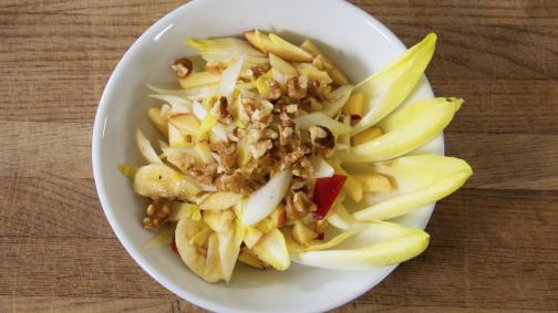 Salade d'hiver aux fruits et aux endives