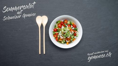 Frischer Sommersalat mit Schweizer Gemüse
